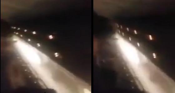 بالفيديو.. طائرة ليبية كادت أن تسقط في البحر