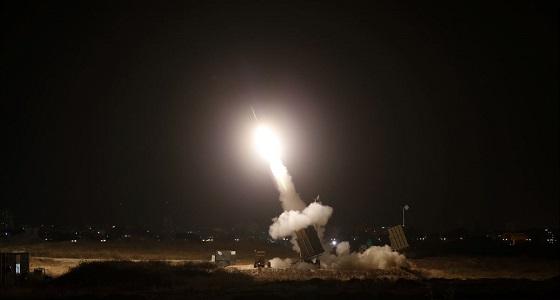 """بالفيديو.. """" الدفاع الجوي """" يعترض ويدمر صاروخًا باليستيًا على نجران"""