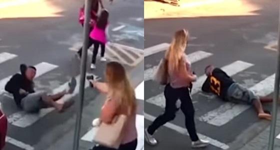 بالفيديو.. والدة أحد الأطفال تطلق النار على لص أمام مدرسة