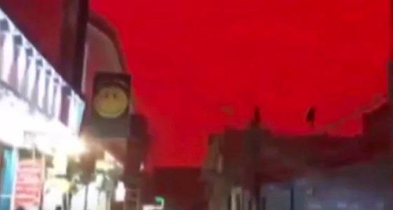 فيديو مروع.. لسماء تتحول إلى اللون الأحمر
