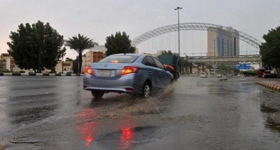 تواصل سقوط الأمطار الغزيرة والبرد على مكة