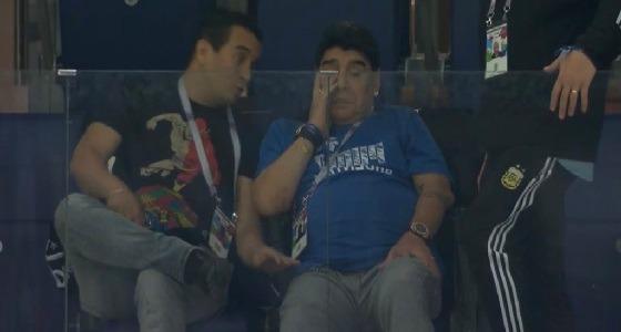 بالصور.. مارادونا يدخل في نوبة بكاء بعد مباراة الأرجنتين وكرواتيا