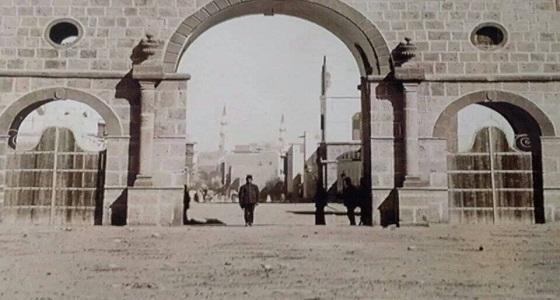صور قديمة لباب العنبرية في المدينة المنورة قبل أكثر من 110 عامًا