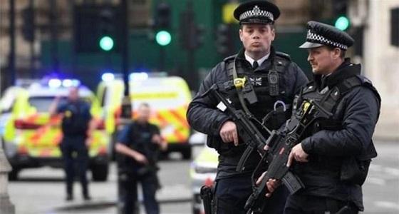 سيارة تصدم شخصين أمام أحد مساجد لندن