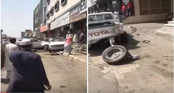 بالفيديو.. دهس شخصين نتيجة انحراف مركبة أمام محال تجارية بالطائف