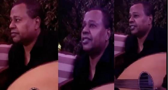 """بالفيديو.. """" العويران """" يغني لـ """" تركي آل الشيخ """""""