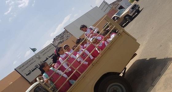 بالصورة.. نقل طالبات بنجران لمدارسهم في سيارات متهالكة تهدد أرواحهم