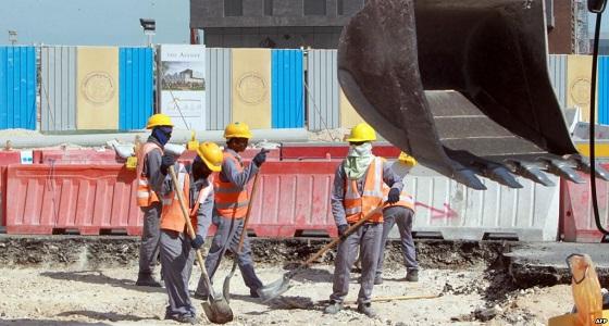 """"""" العفو الدولية """" تفضح انتهاكات قطر لعمال المونديال"""