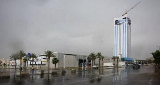 هطول أمطار رعدية وزخات برد على الطائف