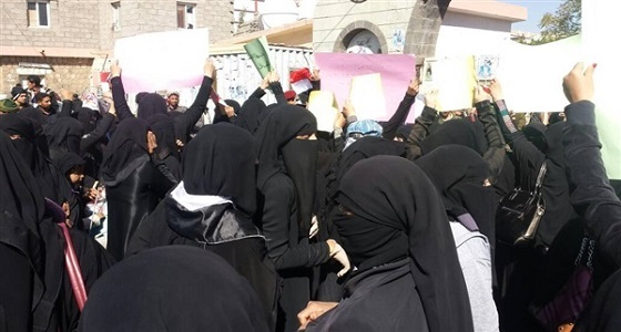بالفيديو.. المظاهرات النسوية تزلزل شوارع صنعاء ضد ممارسات الحوثيين