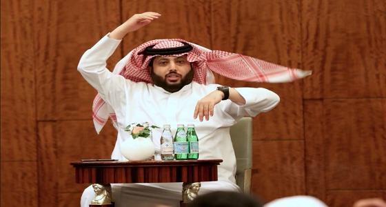 تركي آل الشيخ يعود إلى أرض الوطن بعد فترة علاجية بنيويورك