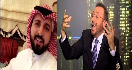 """بالفيديو.. مواطن يُلقن المحرض فيصل القاسم ودُمى """" الجزيرة """" درساً قاسياً"""
