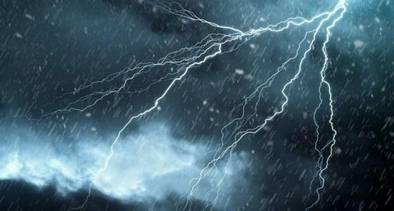 احتجازات لأفراد وتماسات كهربائية إثر هطول أمطار غزيرة بالمدينة