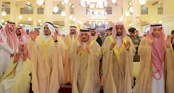 بالصور.. أمير الرياض ونائبه يؤدون صلاة الاستسقاء مع جموع المصلين
