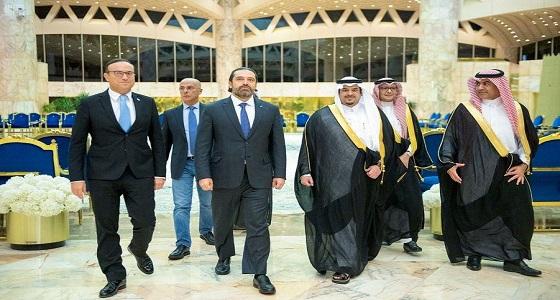 بالصور.. لحظة استقبال سعد الحريري في الصالة الملكية بمطار الملك خالد الدولي
