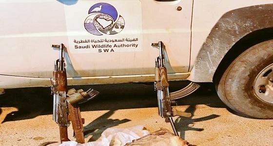 القبض على شخصين تسللا لمحمية الوعول للاصطياد بسلاح ناري