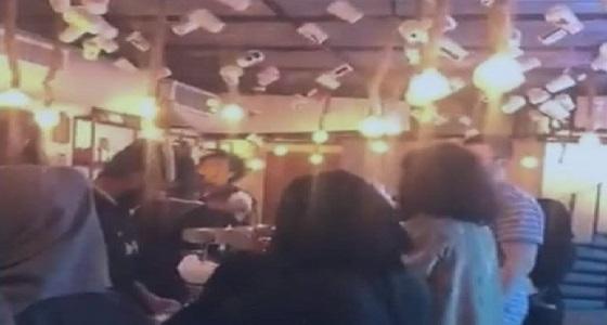 المقطع الذي تسبب في إغلاق مقهى شهير بجدة وإحالة صاحبته للنيابة