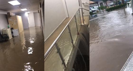 بالفيديو.. الأمطار تجتاح مدينة الملك سعود الطبية بالرياض