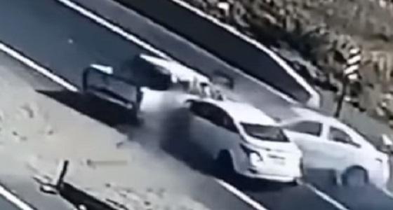 بالفيديو.. إصابة 6 طلاب إثر حادثة تصادم بمحايل عسير