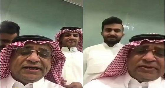 بالفيديو.. رئيس نادي يفاجئ قناة بطلب غريب للموافقة على المداخلة في برنامج رياضي