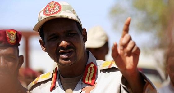 رئيس المجلس العسكري الانتقالي بالسودان يؤكد بقاء القوات السودانية باليمن