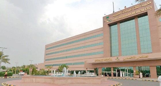 نجاح عملية النقل الميكرسكوبي الحر لخمسيني عقب استئصال ورم في الفك بالملك عبدالله الطبية
