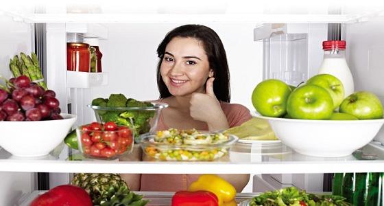 قبل تسخين الطعام.. تعرفي على فترة صلاحيته بالثلاجة