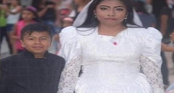 بالصور..حل لغز زواج طفل من امرأة بالغة