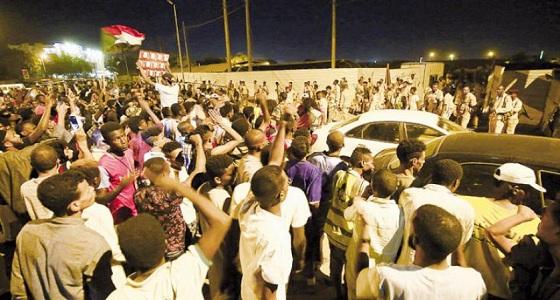 إطلاق نار في الخرطوم أثناء محاولة الجيش إزالة متاريس المتظاهرين