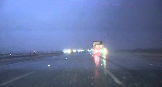 تحذير لرواد طريقي الطائف-الرياض و رنية-الخرمة بعد غزارة الأمطار