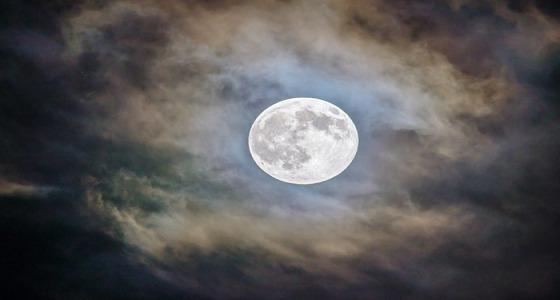 الجمعية الفلكية بجدة: هلال رمضان يكتمل بدرا السبت المقبل ويطلق عليه القمر الأزرق