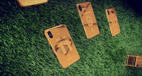 """بالصور.. هواتف """" iphone X """" مطلية بذهب عيار 24 لكل لاعب بليفربول"""