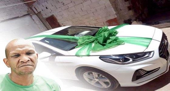 شركتان تتفاعلان مع قضية حارس الأهلي المعتزل عبدالمجيد الغامدي وتهدياه سيارة جديدة