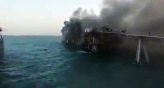 بالفيديو.. نشوب حريق في مرفأ بحري للنفط في العراق