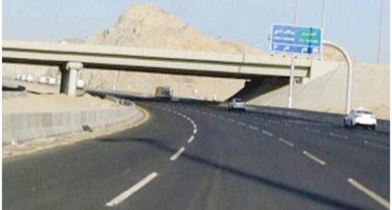 انقلاب مركبة ووقوع إصابات بسبب السرعة الزائدة في مكة