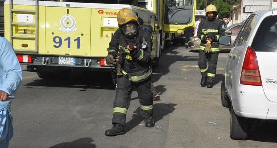 بالصور.. إخماد حريق ضخم في شقة سكنية بجدة
