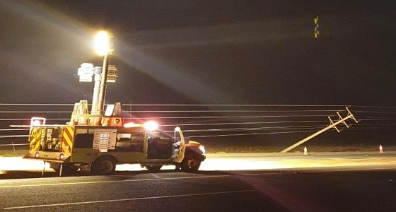 السعودية للكهرباء تحذر والدفاع المدني يباشر بلاغات سقوط الأعمدة (صور)