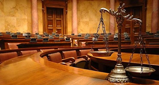 """المحكمة تحدد مصير امرأة بترت """" شفة """" زميلتها عضًا!"""