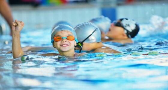 احذري.. فيروسات تهدد أطفالك بحوض السباحة