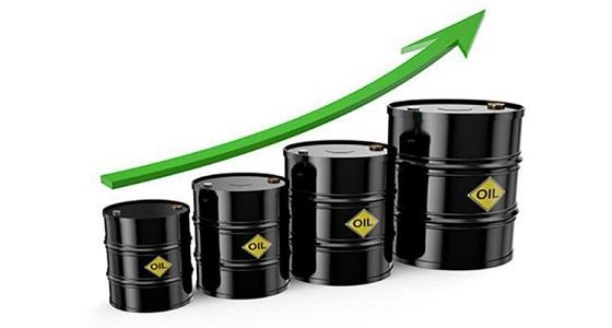 النفط يرتفع بعد انخفاض المخزونات الأمريكية بأكثر من المتوقع