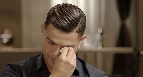 بالفيديو.. رونالدو يدخل في نوبة بكاء هيستيري بسبب والده