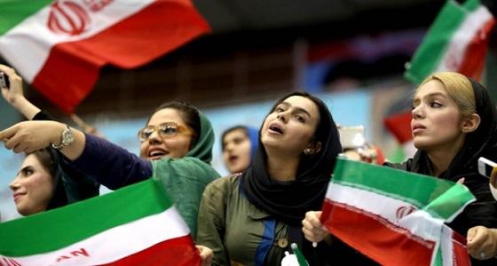 بعد حرق فتاة لنفسها..الفيفا يرسل وفدًا رسميًا إلى إيران للسماح للنساء بدخول الملاعب