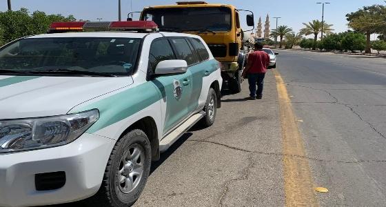 بالصور.. القبض على قائد شاحنة يقود عكس السير بالحدود الشمالية