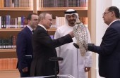 بالفيديو..لحظة تبادل الهدايا بين محمد بن زايد وبوتين