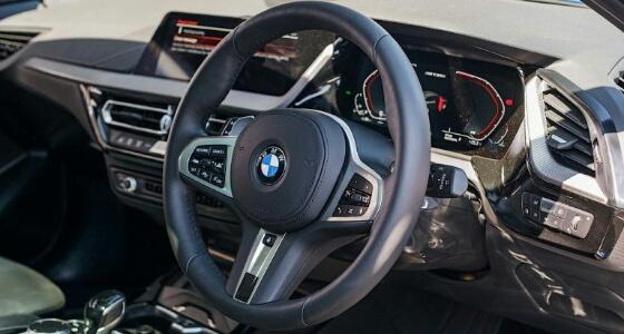 عجلة القيادة بالسيارات تحتوي على جراثيم أكثر أربع مرات من المرحاض