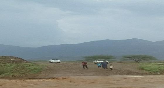 الأمطار تحتجز الأسر في الدرب.. ومطالب بحلول عاجلة