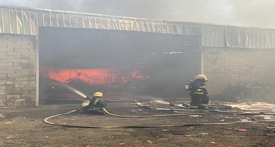 الدفاع المدني يباشر إخماد حريق هائل بسوق الأهدل في جدة