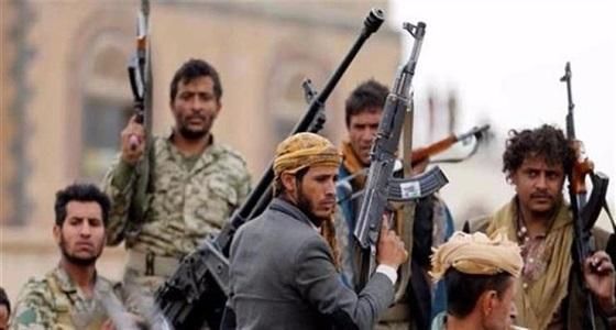 ويستمر القمع.. الحوثيون يكسرون يدي مختل عقلي بسبب إعلان