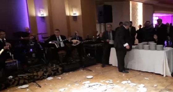 مطعم يحطم 2000 بسبب محمد