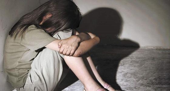 ضبط شابان اغتصاب قاصر تحت تهديد السلاح وهدداها بنشر الفيديو